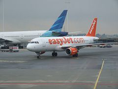 013 Now easyJet an Boeing 319-320 is comming this one ...