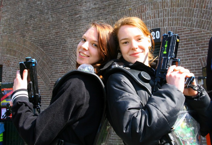 Hanna and Tara with lasergame-guns