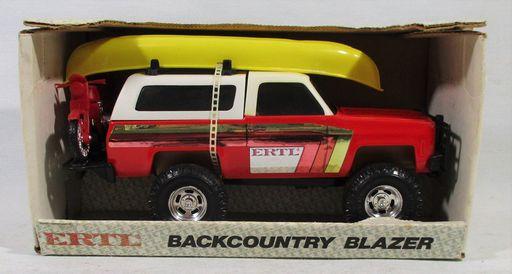 Ertl-Chevy Blazer-Boat-Cycle_3645-.JPG