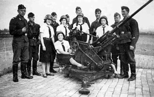 BDM girls pose with 2cm Flak 30 Towed Anti-Aircraft Cannon