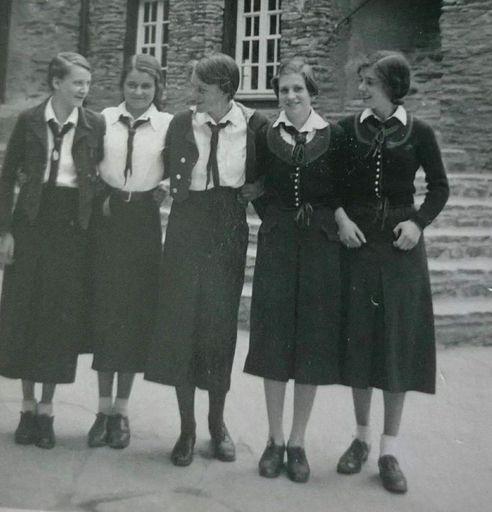 BDM Girls wearing the Berchtesgaden sweater