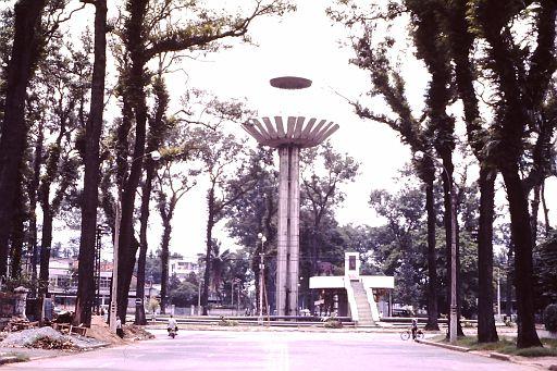 37-Saigon Fountain-2