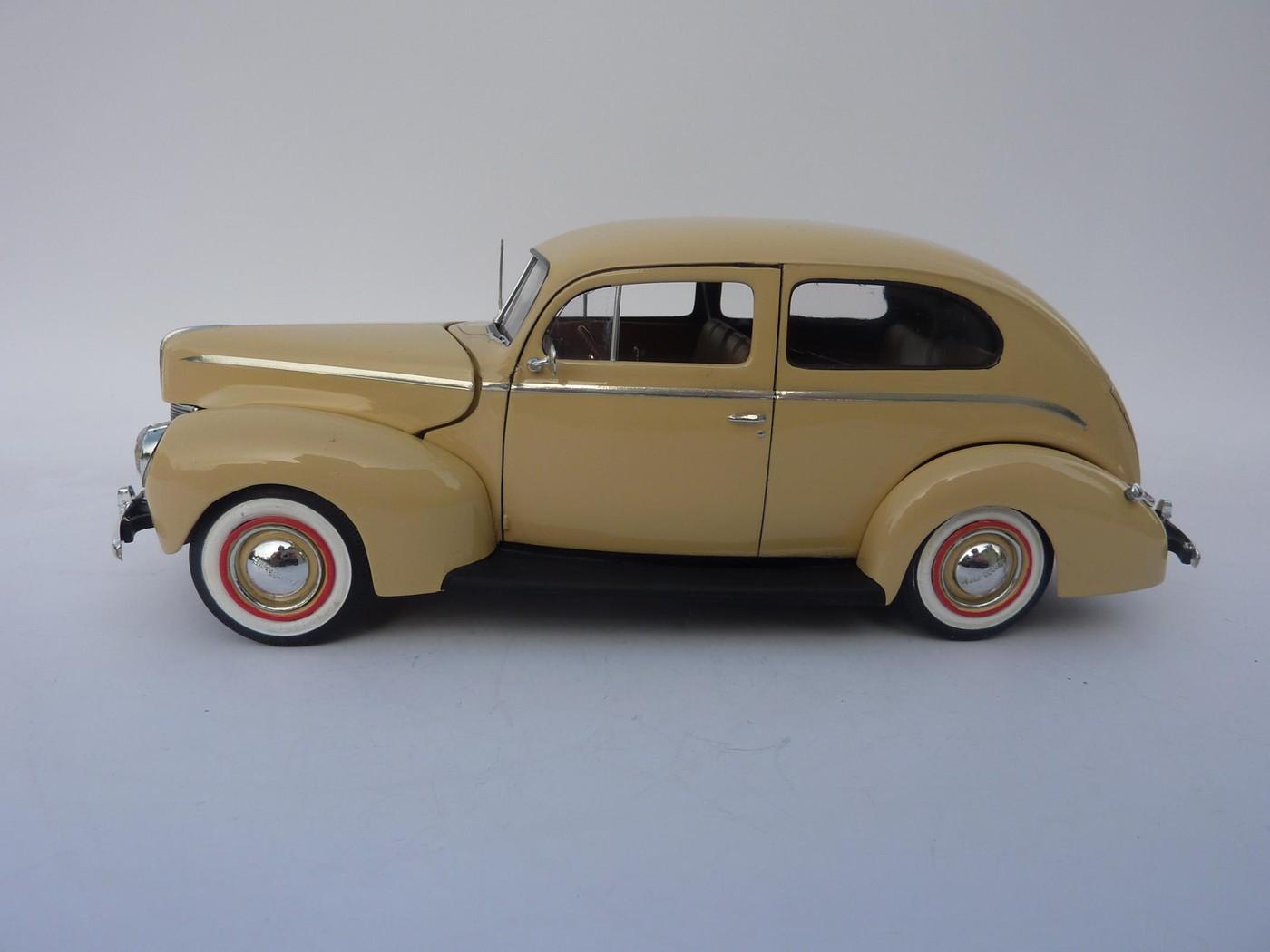 Ford Tudor Sedan 1940 restaurée  Photo82-vi